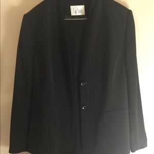 Le Suit